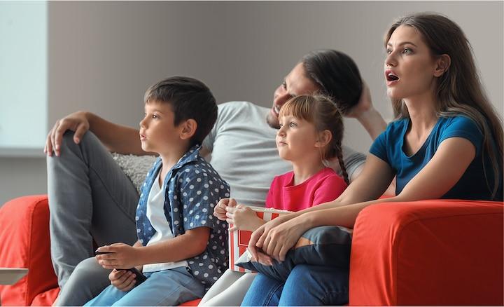 Porodica uživa u filmovima